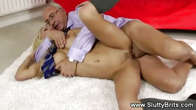 Traíste a filme pornô das atriz brasileira tua namorada para me foderes virtualmente.
